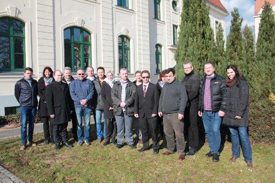 Die Mitglieder des neuen Landeselternrats Sachsen-Anhalt (Bild: Sabine Ferchland)